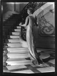 man-ray-mannequin-on-staircase